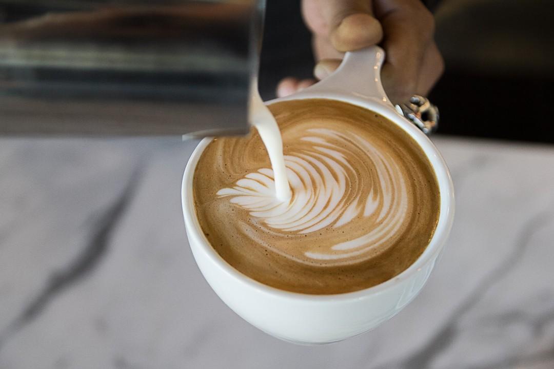 vice-city-bean-latte-pour